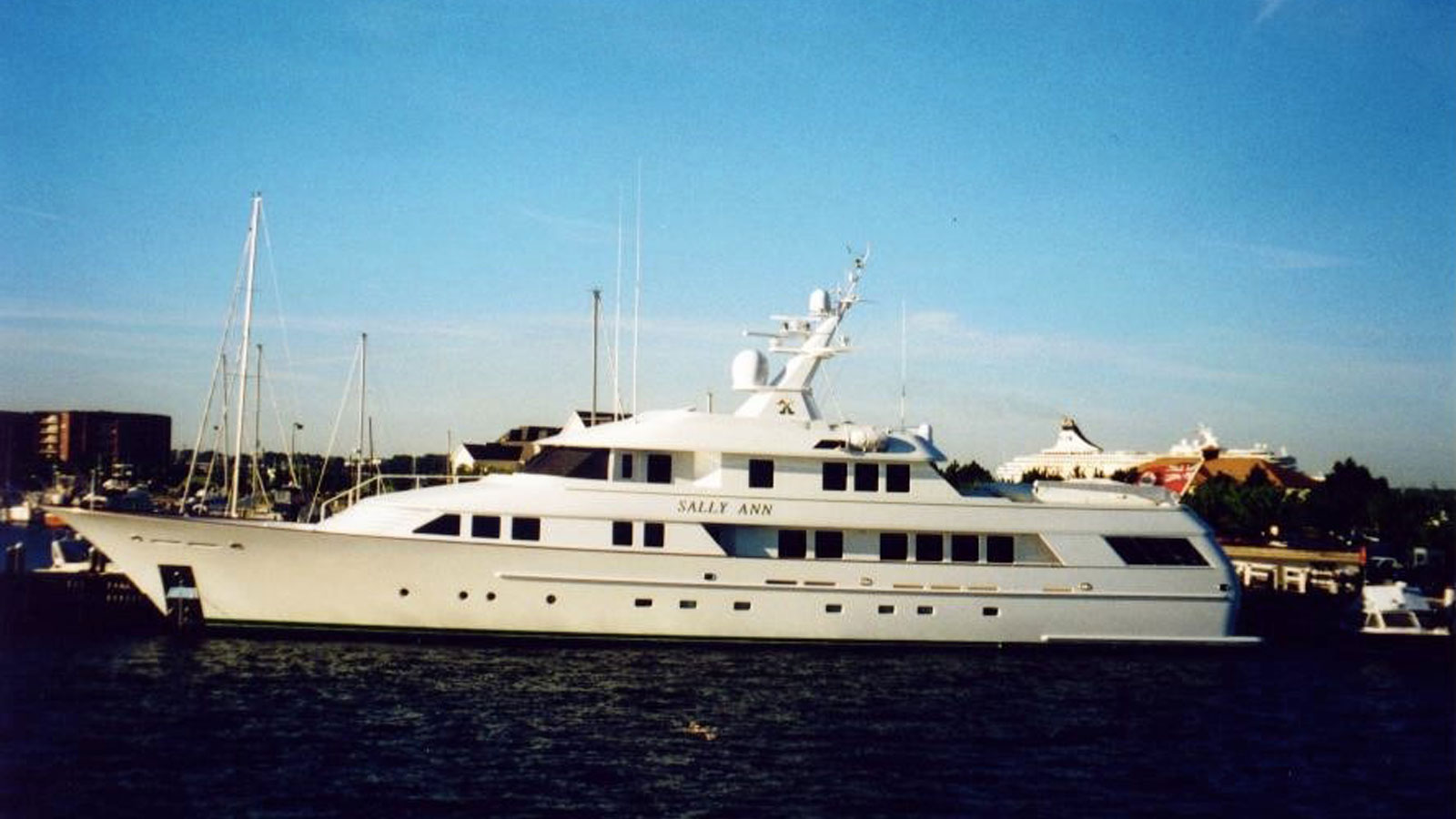 Superyacht Sally Ann at sea